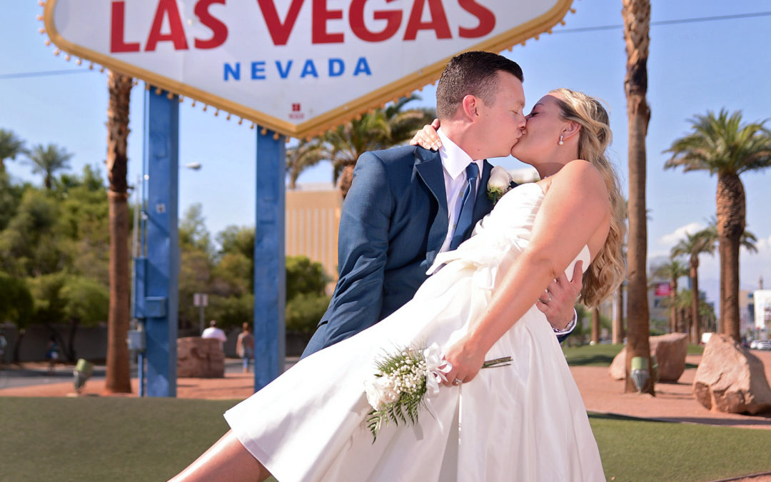 Fiona & Graham get hitched in Las Vegas